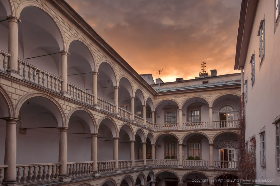 Italian_court