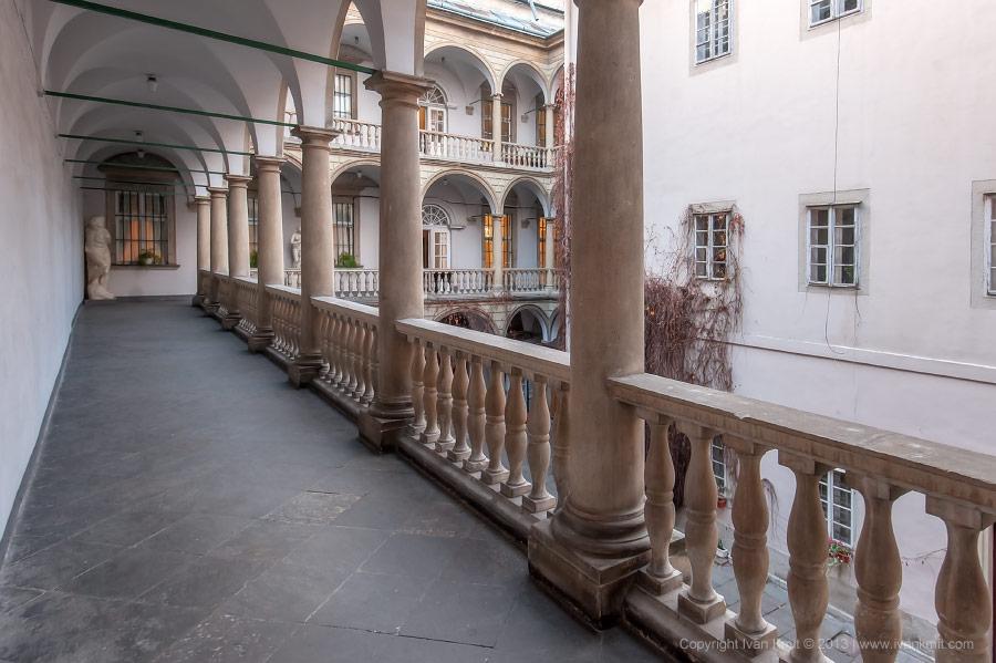 Italian_court3